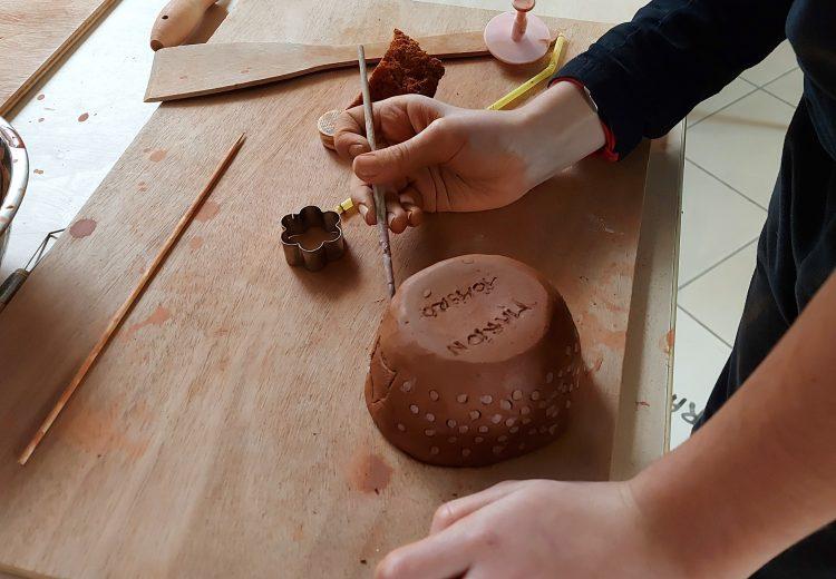 atelier-poterie-scolaire-saint-uze-decor