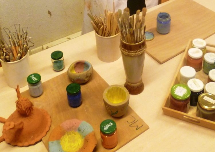 atelier-poterie-scolaire-terre